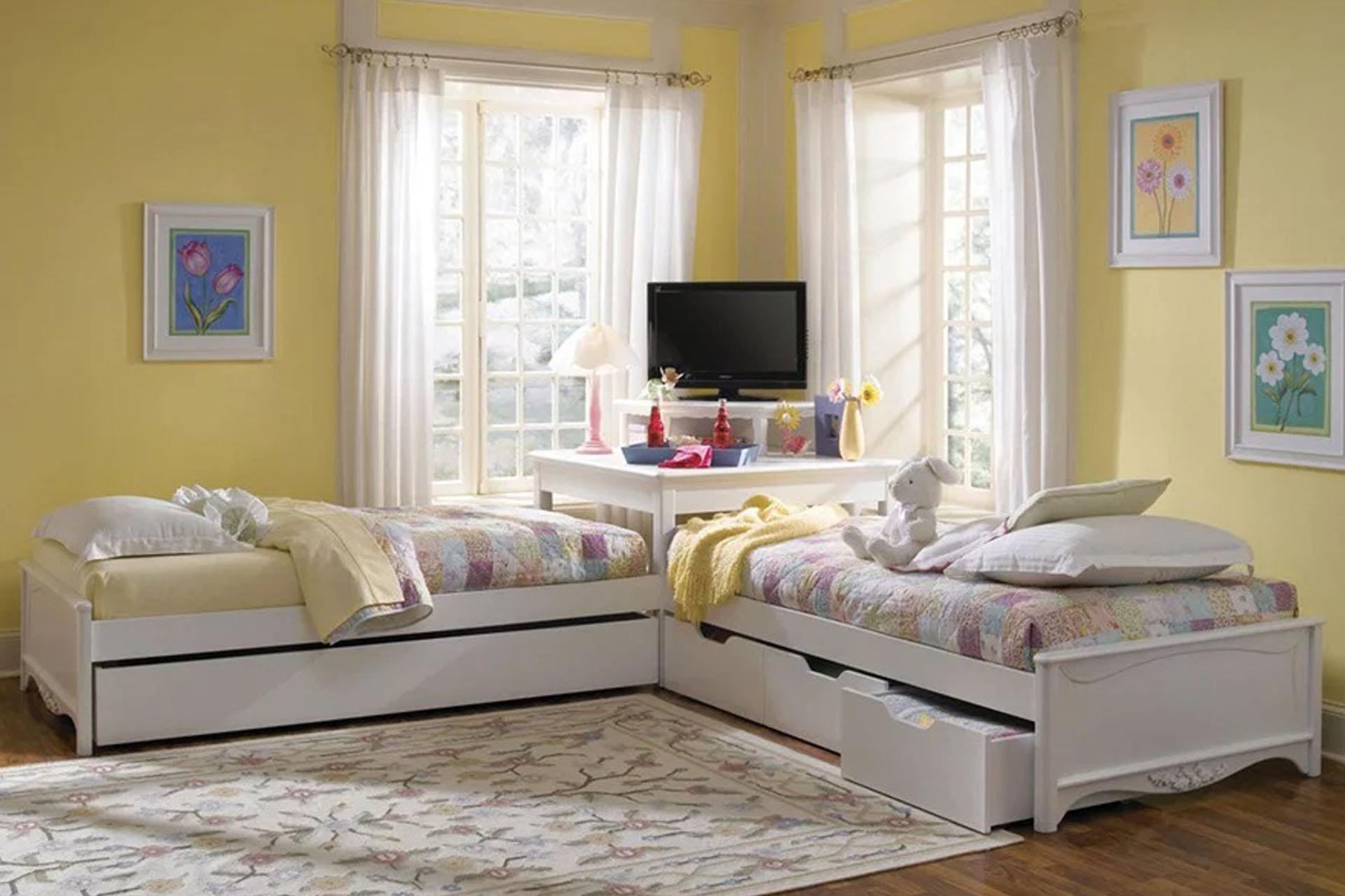 Kê 2 giường trong phòng ngủ theo góc